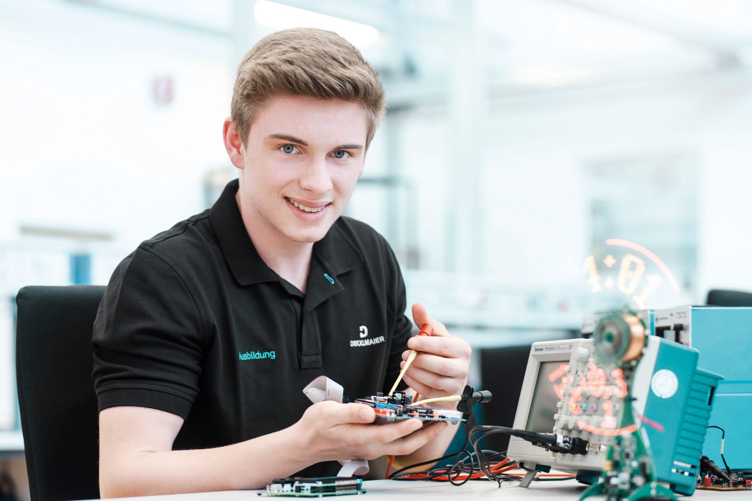 Proiect UE pentru atragerea tinerilor în industria ușoară