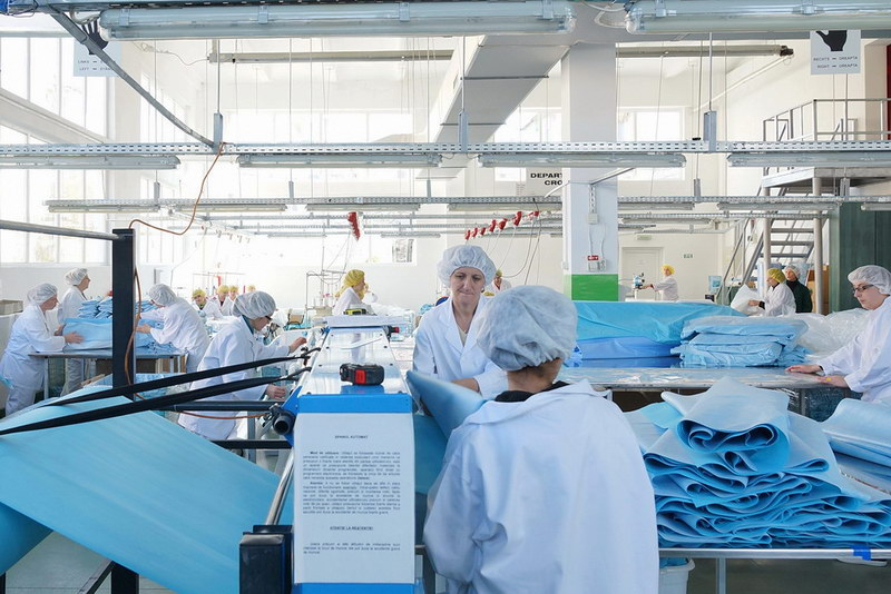 O companie hunedoreană va produce 200.000 de măști chirurgicale omologate
