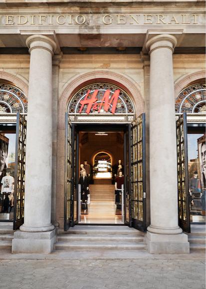 Retailerii de fashion închid magazinele