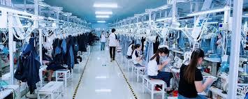 Branduri internaționale, acuzate că profită de muncă forțată