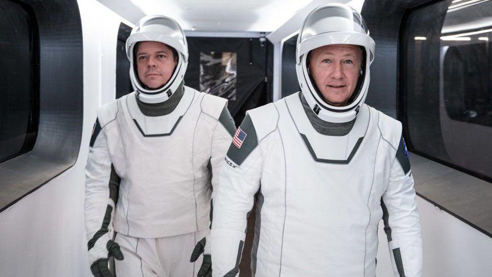 """""""Moda"""" în spațiu – astronauții americani poartă o nouă generație de costume"""