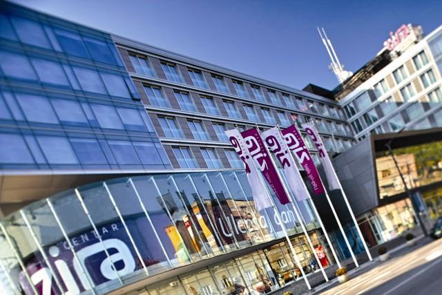 Se deschid mallurile din Cehia și Serbia