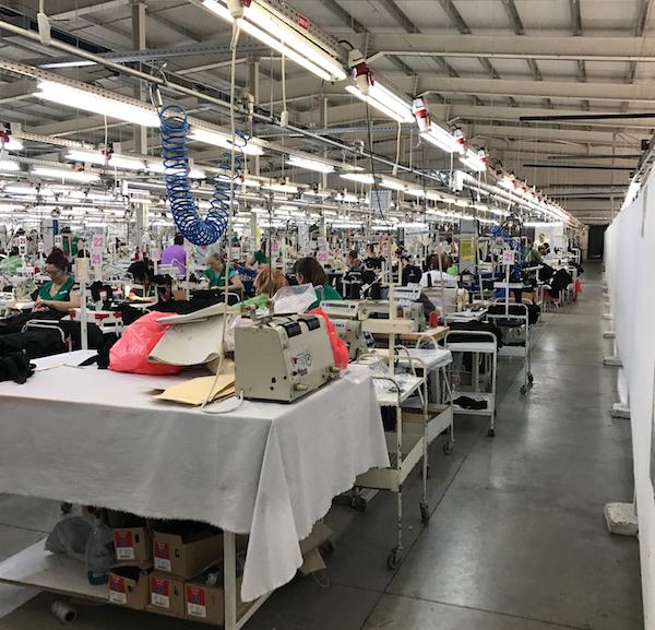 Focar de Covid-19 la o fabrică de confecții din Brăila