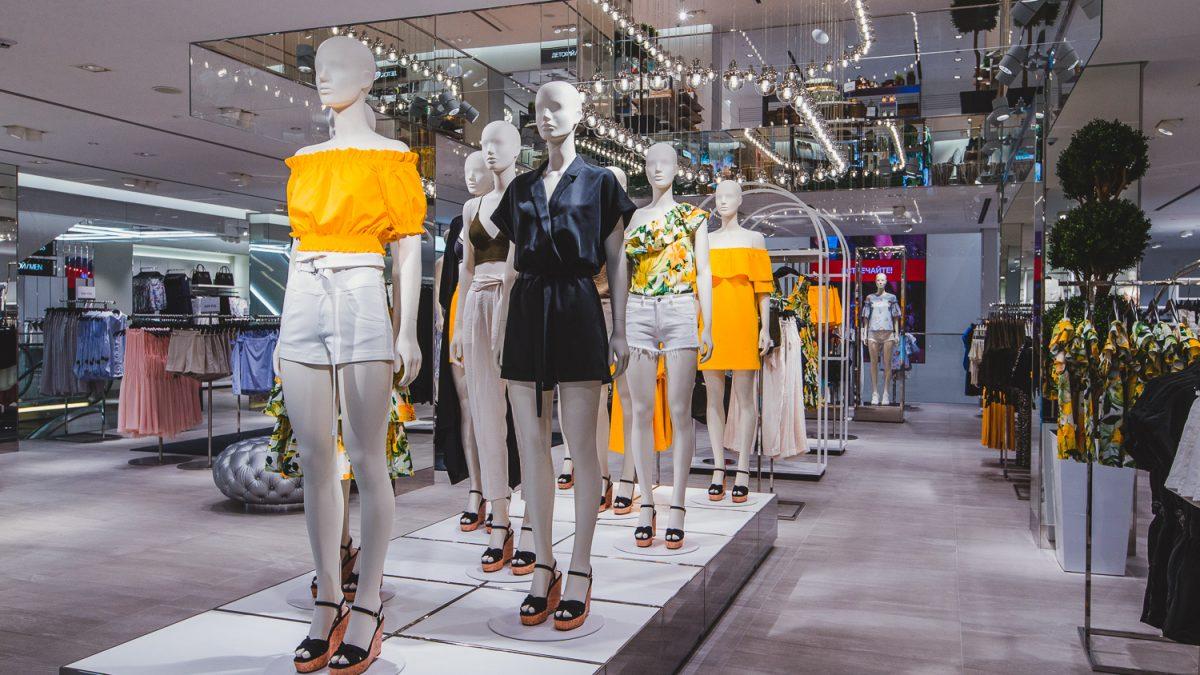 H&M amendat cu 35 de milioane de euro pentru supravegherea ilegală a angajaților