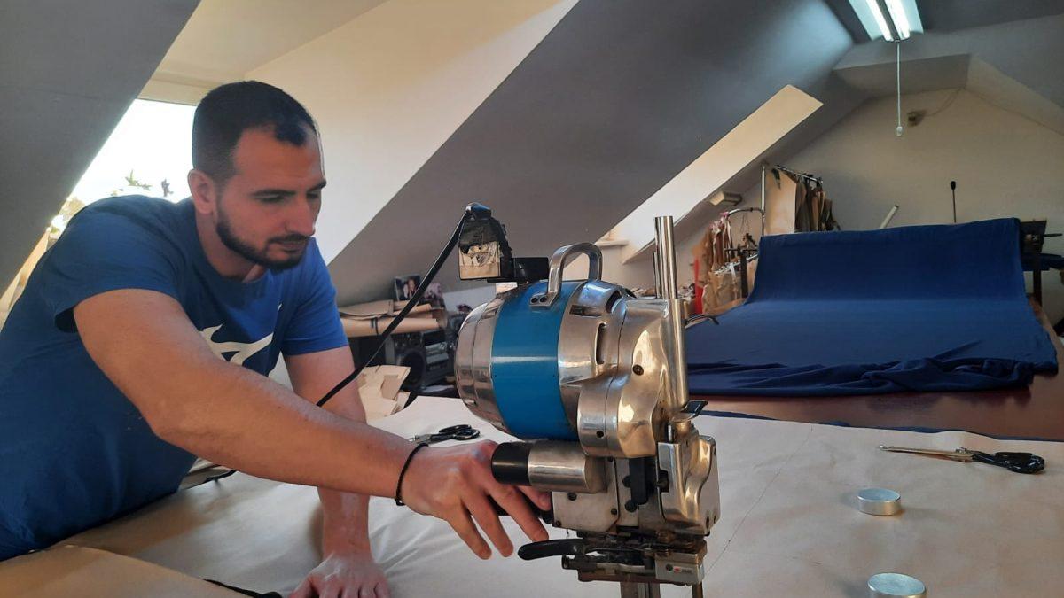 Creatoarea Eli Lăslean s-a reprofilat pe echipamente de lucru