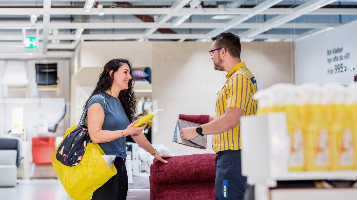 IKEA a transformat anul trecut 100.000 de tone de poliester virgin în reciclat