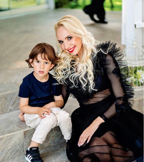 Sorina Clăteșteanu alături de fiul său